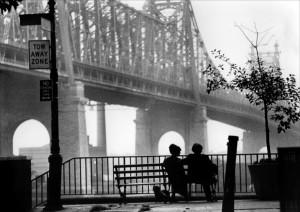Locandina-film-Manhattan-1979.-La-panchina-dove-sono-seduti-Allen-e-la-Keaton1
